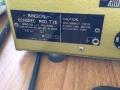 Binson Echorec 2 T7E 6 knops Black Plexi front met toonregeling. Zijkant met typeplaatje, Power, spanning, zekering en aarding. Bovenin footswitch selectie echo direct of uitstervend uit. Transistor uitvoering 1971.