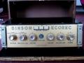 Binson Ecorec 1955, Plexi front. Vroege 6 knops uitvoering met verzonken koppenplaat en nog zonder toonregeling. Op display staat nog Ecorec, later gewijzigd in Echorec.