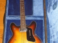 Burns Baldwin Model 704 4 string Bass 1967, in originele koffer (fabrikaat EKO).