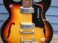 Burns Baldwin Archtop 706V Sunburst 1967, body tremolo arm ontbreekt.