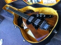 Burns Flyte Bass 1074-1977, in originele koffer.