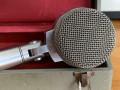 Binson B60 microfoon, voorkant zilveren kop met Binson logo.