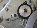 Aandrijfwiel tussen motoras en magnetische schijf.