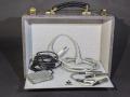 Originele accesoires: Footswitch (met Geloso 5mm plug N9008), Geloso (no 398) input en output en de stroomkabel met Binson opdruk.