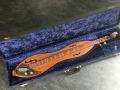 V249  Bijou Electric Dulcimer 4 strings 1968. Totaal 6 stuks in de Custom shop gemaakt waarvan 3 voor Brian Jones van The Rolling Stones, in koffer.
