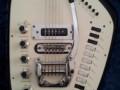 V251   Vox Guitarorgan MKII met tiptoetsen , body front.