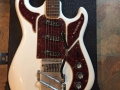 Baldwin Marvin wit UK 1966 met Rezomatic pick ups, body front.