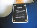 Typeplaatje Burns Legend Shadows bass in Blueburst met golden hardware gebruikt door Jet Harris.