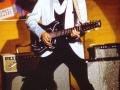 Nogmaals Elvis Presley met zijn Burns Double Six 1964.