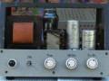 Dynacord WV10 1953 met ingebouwde radio ontvanger, 10 watt chassis met 3  buizen (AZ11, ECF12 en EL12), voorzijde.