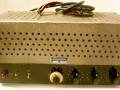 Dynaphon MV1 1952 15-30 watt, 4 knops muziekversterker met 6 buizen (EZ12, ECC40, 2x EF40, 2x EL12), 4 inputs en 3 outputs, front.