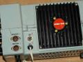 Esko 100 versterker 50 watt 5 ohm, zijkant met microfoon en speaker aansluitingen..