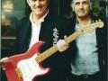 Bruce Welch met Jean Paul Caro met een Strat  gebouwd door Jean Paul Caro (France).