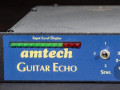 Amtech Guitar Echo Age-One display links met originele Sensitivity 1-2-3 schakelaar.