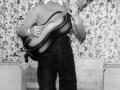 George Harrison in 1956 in actie op zijn Rosetti 276 Egmond Toledo 105G.