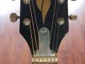 Egmond Jumbo M1 1969-1970, headstock front met rosewood toets.