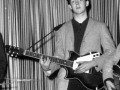 Paul McCartney met zijn Rosetti Solid 7 sunburst black to red semi-acoustic 6 string made in Holland by Egmond typeno EB113-32M2CA.