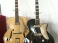 Wilson  semi acoustische ES 57-10 1 pickup links en Egmond ES-57 2-pickups rechts uit 1955. Met typische druppelvorm bij de F gaten.
