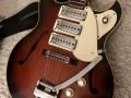 Frima ES gitaar  Sunburst met 3  pickups en tremolo, body  front.