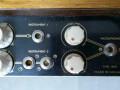 Egmond V1831 gitaarversterker 1963, display panel rechts met 3 instrument en 1 microfoon input met volume en toonregeling. De Din pluggen zijn vervangen door jacks.