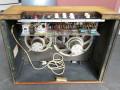 Egmond V1831 gitaarversterker 1963, open back met 2xEL84 eindbuizen en Philips alnico speakers 12 inch AD4200  en 8 inch 9710. Nog strookje beige tolex onderaan.