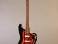 Seriemodel Fender Bass VI als door Hank o.a. gebruikt voor Stingray in 1965. Gebruikt bij de Cliff & Shadows Reunited CD.