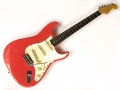 Seriemodel Fender Stratocaster Fiesta Red 1964, rosewood toets en chroom hardware. Interessant model echter The Shadows hebben er niet op gespeeld gezien de overgang naar Burns in 1964.