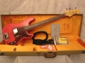 Seriemodel Fender Precision Bass 1965 Fiesta Red, rosewood toets, tortu slagplaat.