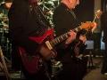Kris Kennis rhytm en Kris van Praet op bas.