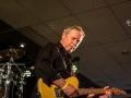 Johan van Tuyl speelt als zijn specialiteit de lead op zijn Fender Telecaster zonder tremolo.