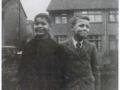 1949 Harry Webb (Rechts)  met zijn vriend van de zondagsschool Peter Maynard.