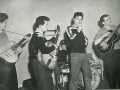 1957 Harry Webb  met The Skiffle Group Dick Tague. Van links naar rechts Mick Tague, Brian Parker, Terry Smart (drums), Harry Webb en Dick Tague.