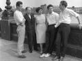 1958  Cliff met zijn vader en moeder. Rechts vriend van de familie Roy Mackender, die in 1961 nog even manager was.