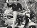 1959 april Cliff Richard op zijn waterkers-groen gespoten Lambretta scooter met een Cliff Richard shirt, beide geinitieerd door Ronnie Ernstone.