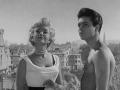 1960 Cliff Richard (Bongo Herbert) met Yolande Donlan (Dixie Collins) in de film Expresso Bongo.