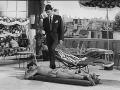 1960  Cliff Richard en Laurence Harvey in de film Expresso Bongo.