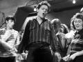 1960 Cliff Richard in de film Expresso Bongo.