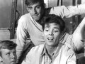 1963  Cliff Richard met Jeremy Bulloch, Teddy Green en Melvyn Hayes in de film Summer Holiday.