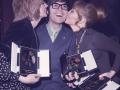 1970 Cliff tijdens uitreiking van de Valentine Music Awards met links Cilla Black en rechts Lulu.