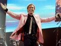 Cliff Richard en The Shadows tijdens hun live optrden in de O2 Arena in London 2009.