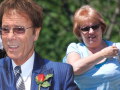 Cliff Richard met zijn secretaresse Gill Snow.