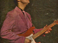 Cliff_Richard met de Fender Stratocaster Fiesta Red 1960 no. 34346.