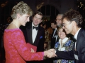 Princess Diana ontmoet Cliff Richard na zijn optreden in het 'Joy to the World Concert' in The Royal Albert Hall, London.