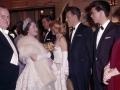 The Queen Mother in gesprek met Bruce Forsyth en Cliff Richard in 1960