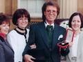 Sir Cliff met zijn 3 zussen Joan Pelgrim, Jacqui Harrison en Donna Gordon.