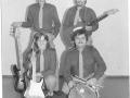 1984 maart 4e Harmonie middag, The Strangers uit Den Haag met sologitariste Ina Commer, drummer Wil Commer, bassist Henk de Koster en Eric Bergamin rhythmgitaar.