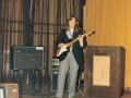 1984 maart 4e Harmonie middag, The Strangers uit Den Haag. Sologitariste Ina Commer.