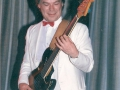 1987 april 10e Harmonie 3e Back to the Fifties avond. Bassist van de vermaarde Zweedse band 1961.