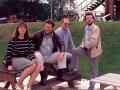 1988 Ton Verhagen tijdens bezoek bij Jet Harris in Engelnd op de foto met Janet Harris en Engelse vrienden.