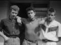 1958 Cliff Richard & The Drifters in de zomer in Billy Butlin's Holiday Camps. In hun 3e samenstelling met Ian Samwell, Harry Webb (Cliff) and Terry Smart in Red Flash shirt.